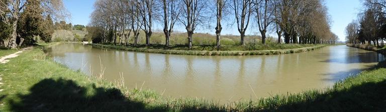 Marcher le long du canal du Midi et améliorez votre français