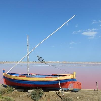 Camina por la laguna mediterránea y habla francés