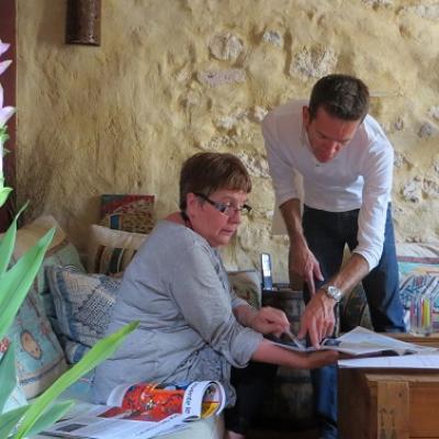 Étudiant de français dans la petite école de français du sud de la France