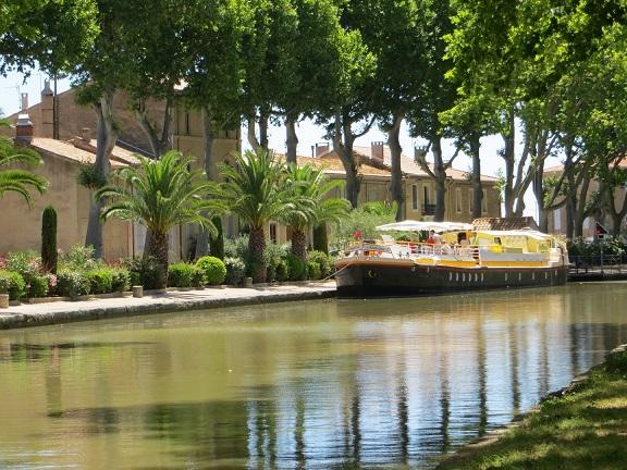 Walk along the Robine canal