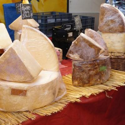 French tuition and taste local cheese