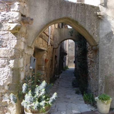 S'égarer dans les ruelles des villages du Languedoc